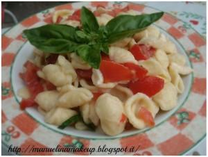 orecchiette con pomodoro basilico e mozzarella